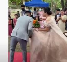 بالفيديو .. وظيفة غريبة تضع عروس في موقف محرج